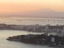 Nikity e a Ponte Rio-Niterói.