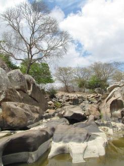 O rio seco, em nossa visita em janeiro.