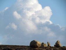 Adorei a composição das nuvens com as pedras.