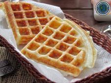 Waffle ou pão de queijo? É um pão de queijo em forma de waffle!