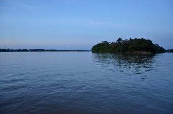 Passeio de barco pelo Rio Branco