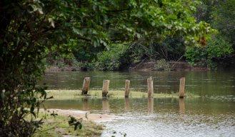 Praia de rio: Caçari