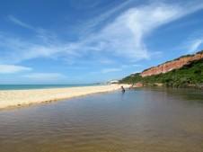 Praia de Pitinga. Água doce (salobra) e o mar!